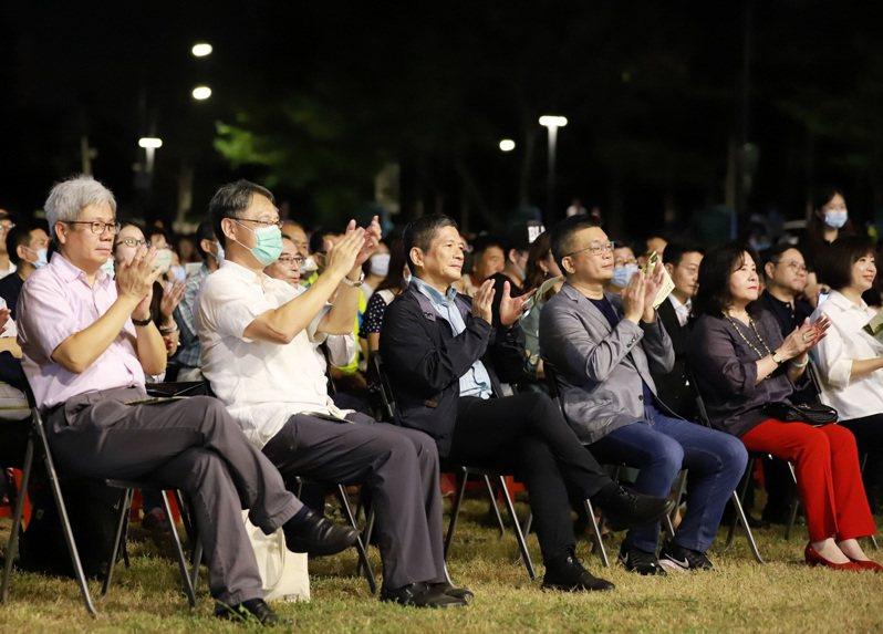 台中市霧峰民主草地音樂會昨晚在秋天舒爽的涼風中順利舉辦,文化部長李永得。圖/國立台灣交響樂團提供