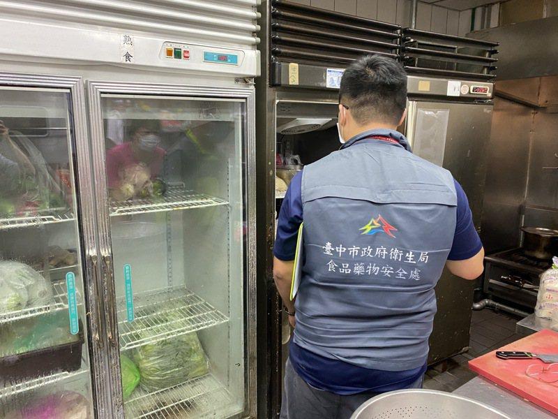 台中市食品藥物安全處上午宣布,該處針對全市25家人氣旅宿業附設的餐廳食材進行抽驗,全數都合格。圖/台中市食品藥物安全處提供