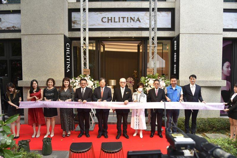 麗豐-KY旗下主營品牌「克麗緹娜」以全台首創結合藝術畫作、高雅精緻的「克麗緹娜法國花嬉美妍中心 永和店」開幕。業者提供