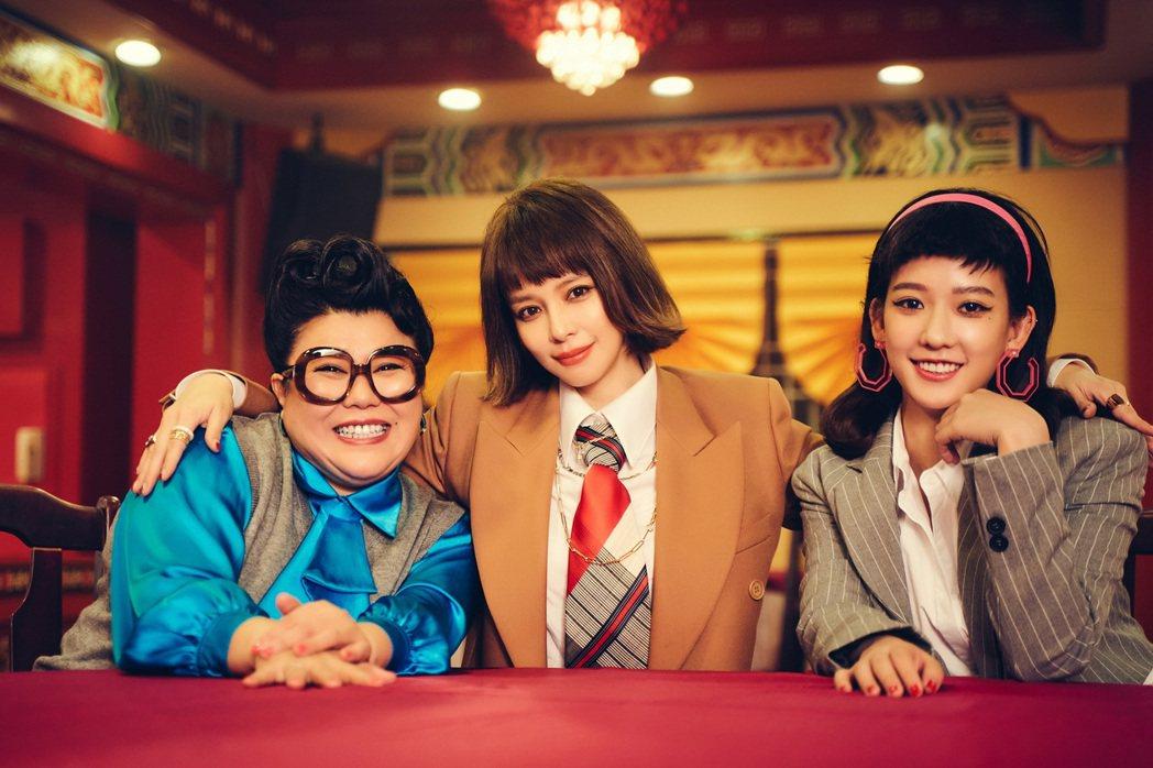 徐若瑄(中)跟好友孟耿如(右)、林美秀初次合作。圖/索尼音樂提供