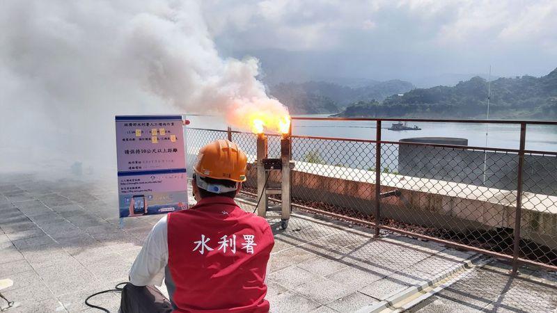 經濟部水利署於仁義潭、曾文水庫進行人工增雨。圖/經濟部水利署提供