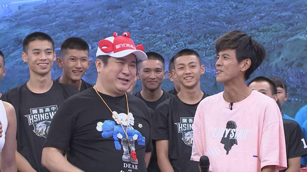 胡瓜(左二)和阿翔(右)日前錄民視「綜藝大集合」。圖/民視提供