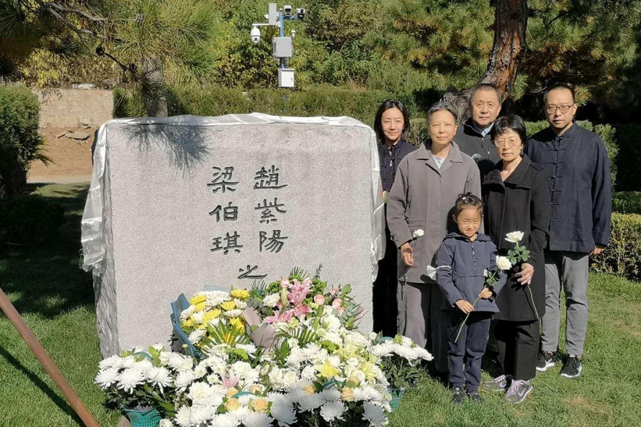 趙紫陽骨灰下葬1周年家屬拜祭 現場可見監控鏡頭