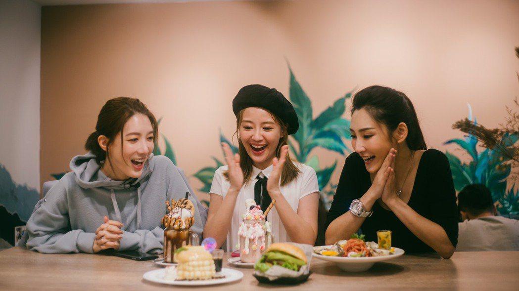 宋米秦(左起)、賴薇如和徐瑋婷錄「奇幻的旅程」。圖/奇幻的旅程提供