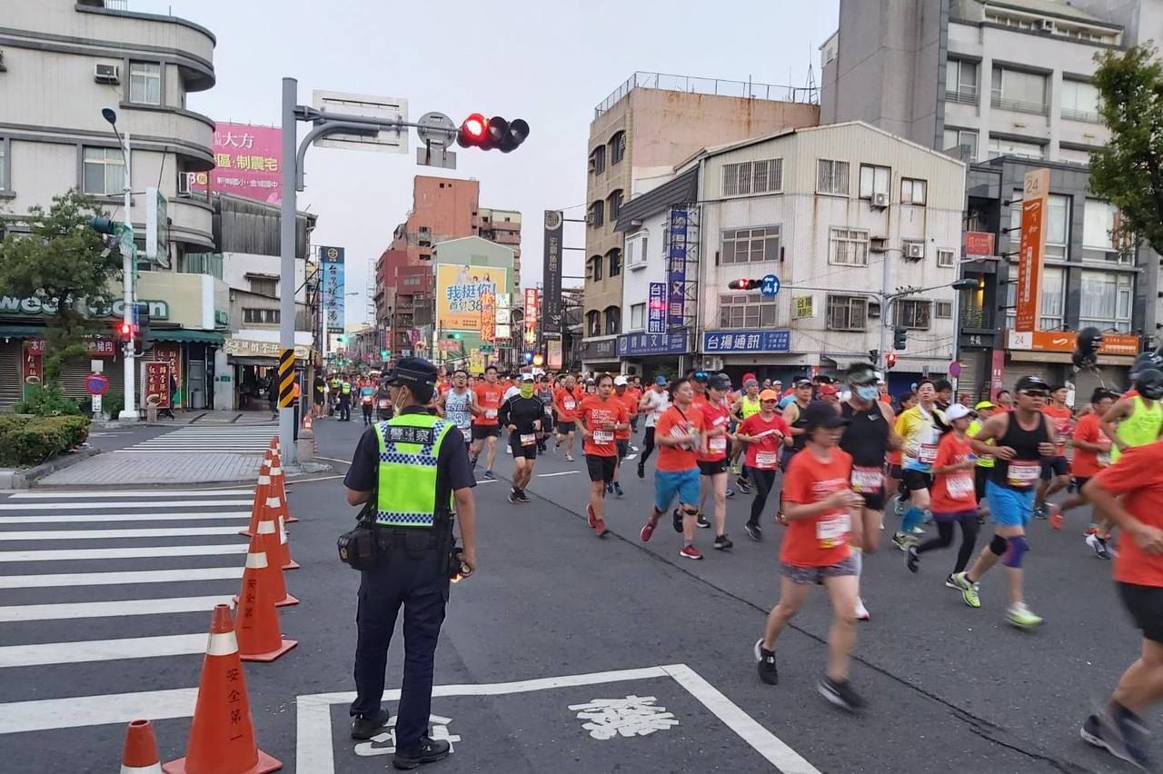 台南辦馬拉松!民眾怨被困在車道 警回:誰叫你選這市長
