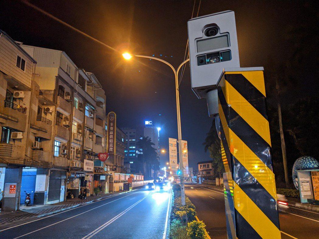 屏東縣內有34座固定式測速照相設備,今年以獅子鄉、台9線436.58K草埔隧道北...