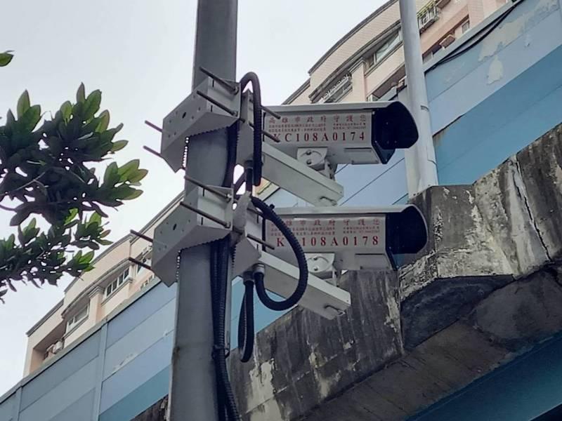 左營區大中二路、文川路口奪得成為測速桿王,1月到昨天為止,開了9012件超速罰單。記者邱奕能/攝影