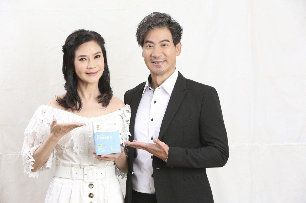 翁家明(右)、俞小凡夫妻合體代言保健食品放閃。圖/民視提供