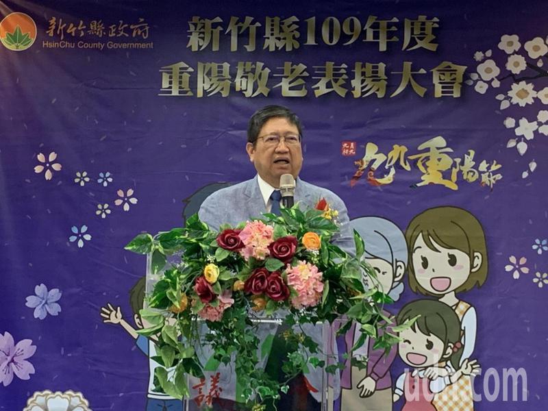 縣長楊文科表示,他重視老人照顧,上任後不僅恢復敬老福利津貼每個月3000元,且今年起老人健檢的服務對象也自70歲下修至65歲。記者陳斯穎/攝影