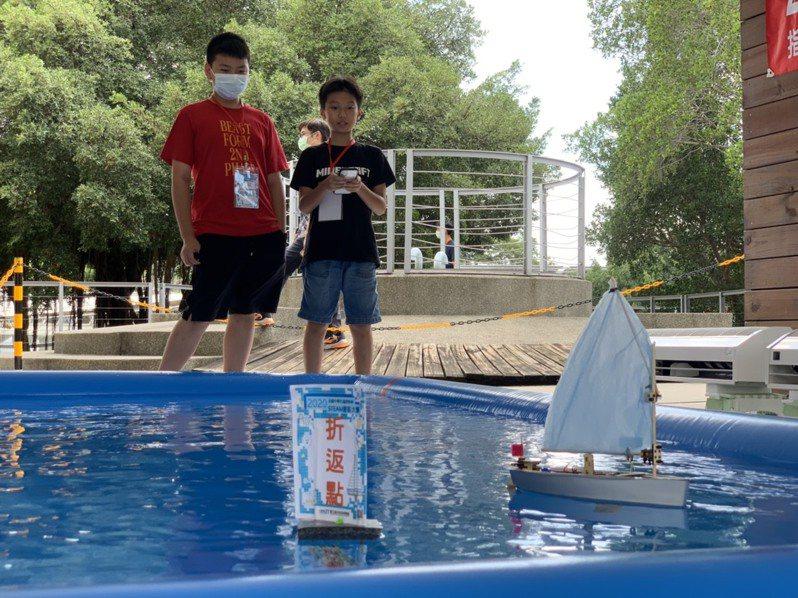 2020全國中學生遙控帆船STEAM創客大賽成績揭曉,得獎團隊作品將在31日登場的台灣科學節展場中展出。圖/海科館提供