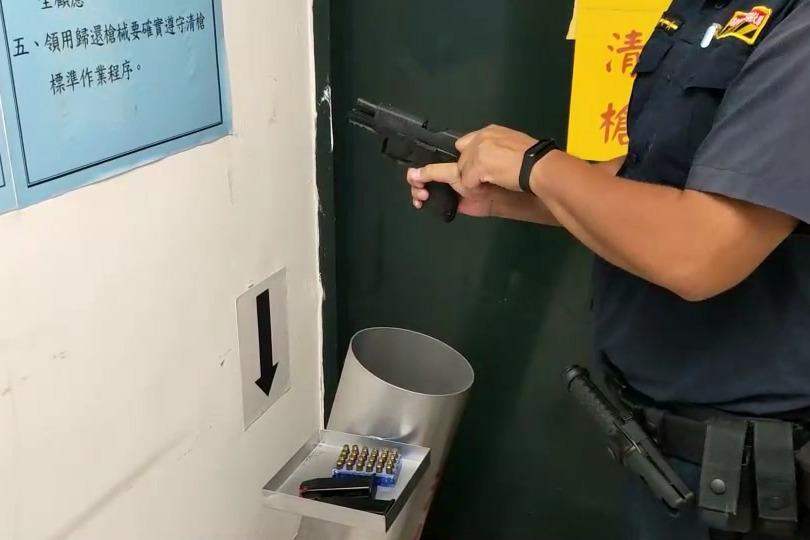 明要裝檢保養槍枝不慎走火 高雄交通員警射穿辦公桌
