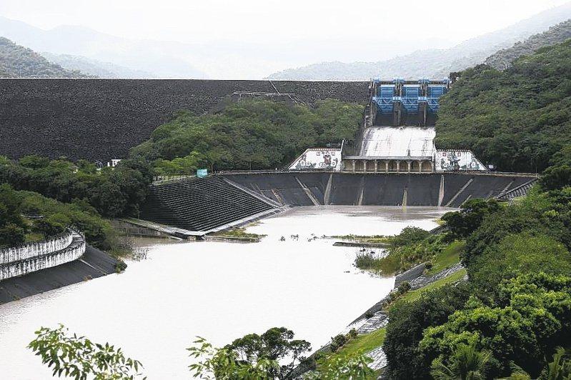 今年夏秋颱風常過門不入,水庫蓄水量因此降到17年同期新低。(本報系資料庫)