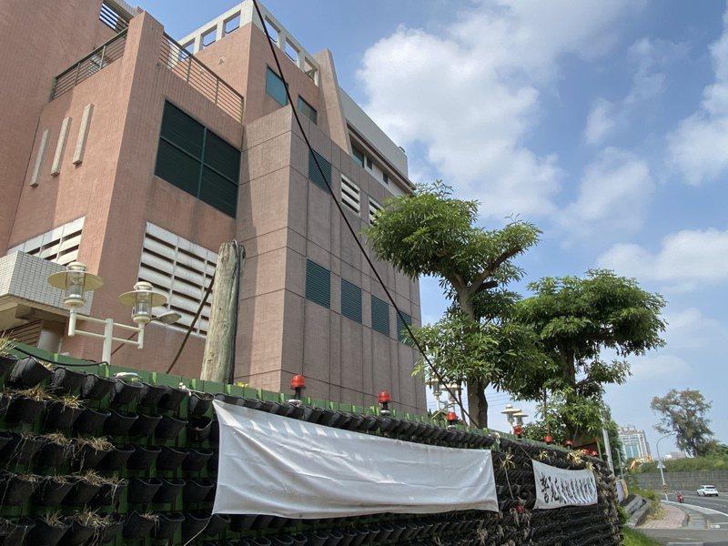 台南東區後甲里內的裕農變電所,完工已經18年,因附近居民抗爭,至今仍無法啟用。記者修瑞瑩/攝影