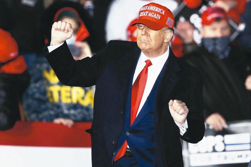 共和黨造勢大會上川普隨音樂起舞。(歐新社)