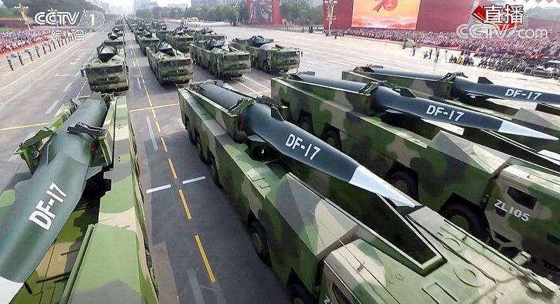 南華早報報導,中國大陸東南沿岸的飛彈基地已升級,配備先進的「東風十七」超音速飛彈。圖/取自央視