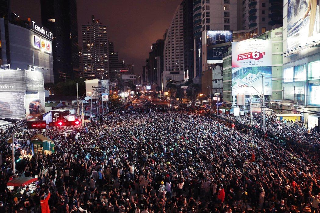 周末兩日的示威行動大多和平,但街頭群眾的基本訴求,卻仍未被正面回應。 圖/歐新社