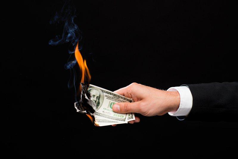 你是否也有無法儲蓄的困擾?透過心理測驗,可知道自己的理財弱點在哪。圖片來源/ingimage