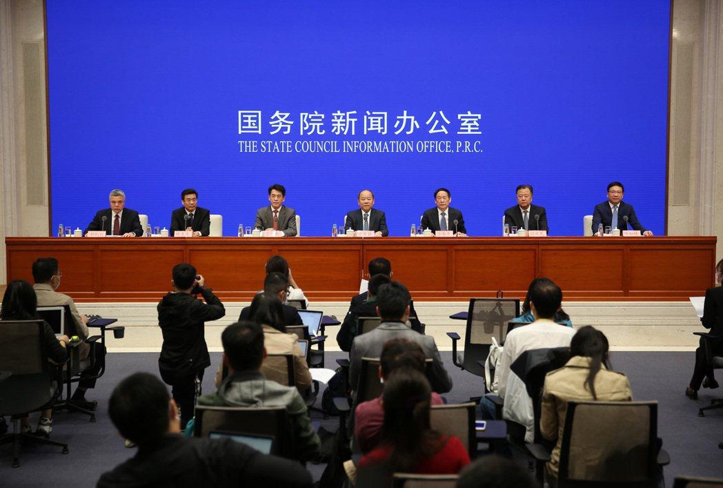 國新辦18日舉行扎實推動深圳綜合改革試點落地見效相關情況發佈會。 中新社