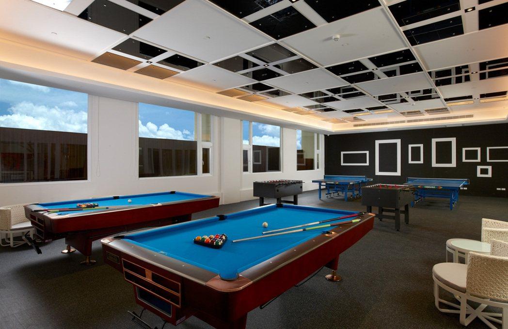 5F休閒活動中心附設室內運動-撞球桌球手足球。