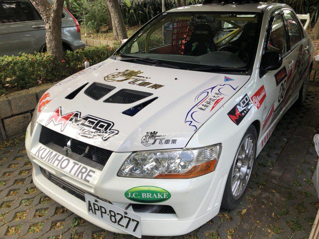 本團隊Mitsubishi Lancer Evolution七代賽車。 東南科大...