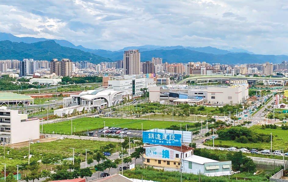 圖中正前方為台中捷運總站及興建中的好市多。 聯合報系資料照片/記者宋健生攝影
