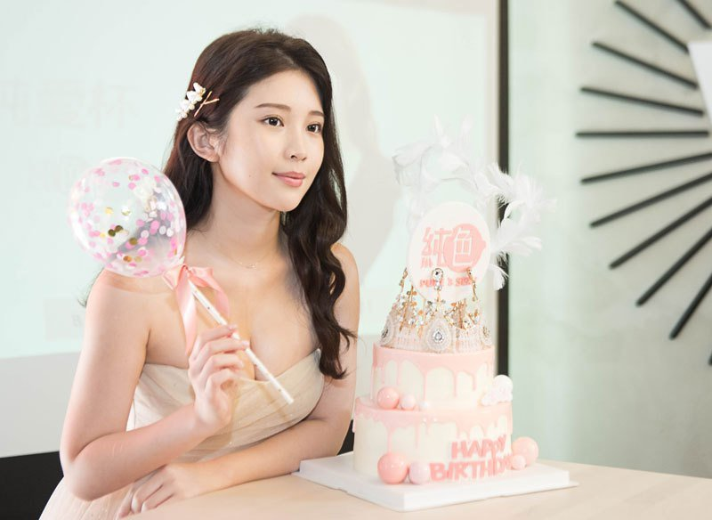 鄭家純送給自己的27歲禮物,是親自打照品牌「純色」,為情趣產業、正確性知識宣導盡一份心力。