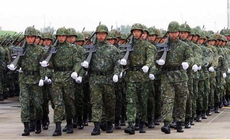 國防部試行「國軍軍風紀律改革專案實施計畫」,基層認為違反杜絕「連坐法」原則,傳出反彈。本報資料照片
