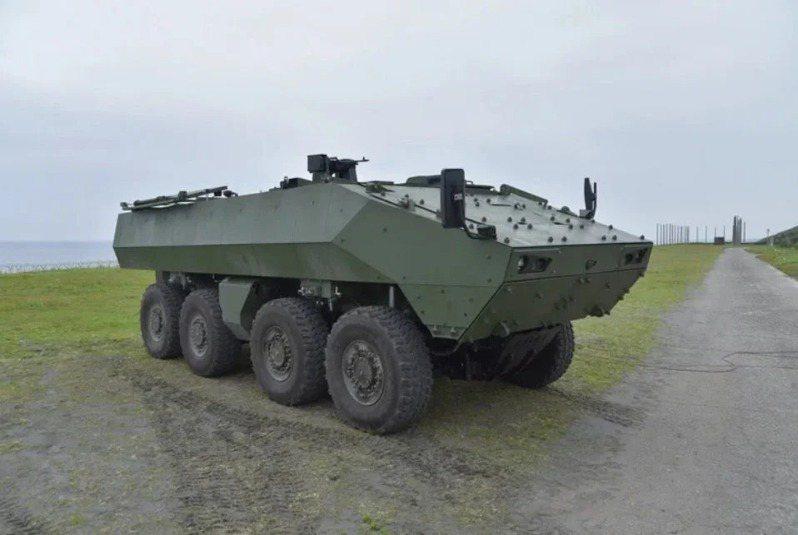 國防部軍備局以「獵豹專案」為名,計劃研製的105公厘「戰砲甲車」,以雲豹甲車M2樣車為載台。圖/軍備局