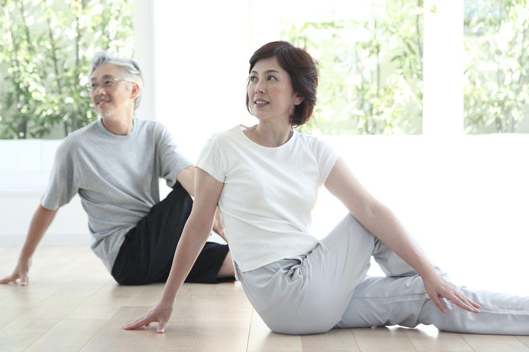 重陽如人生秋收,全球人壽建議橘世代檢視退休雙保障。圖/全球人壽提供