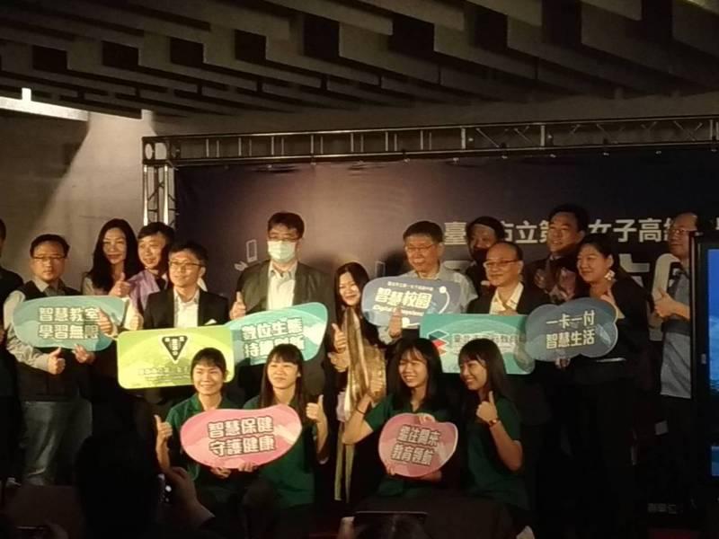 台灣駐斐濟代表處8日遭中國大使館人員闖入國慶酒會,雙方發生肢體衝突。台北市長柯文哲今天被問及此事,回應「就把他拖進去...處理一下。」記者林麗玉/攝影