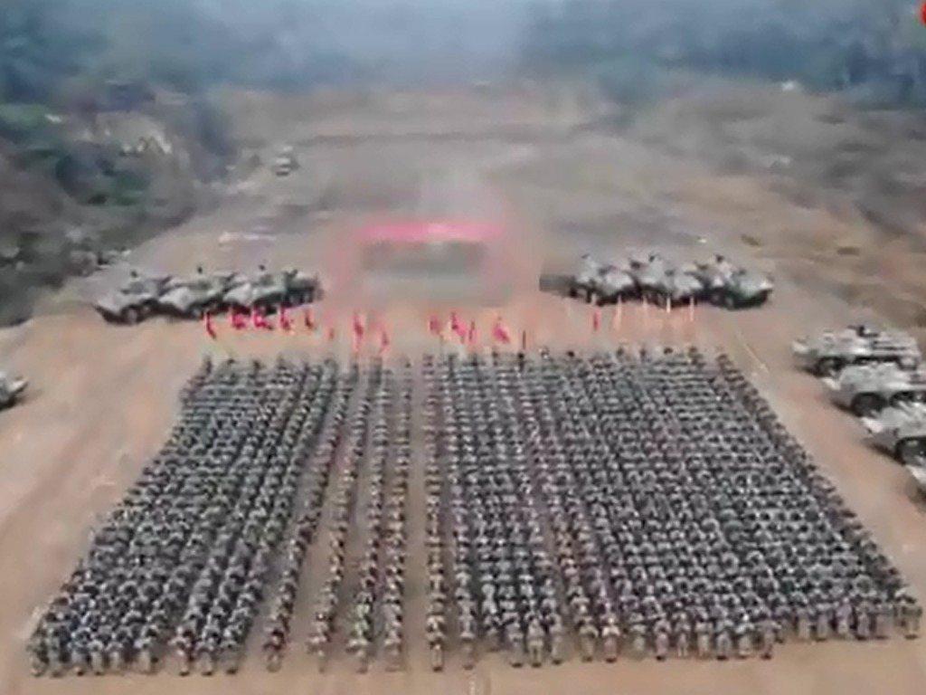 解放軍東部戰區官方微博為影片留言指,第72集團軍某旅在駐訓地舉行誓師動員大會。微...