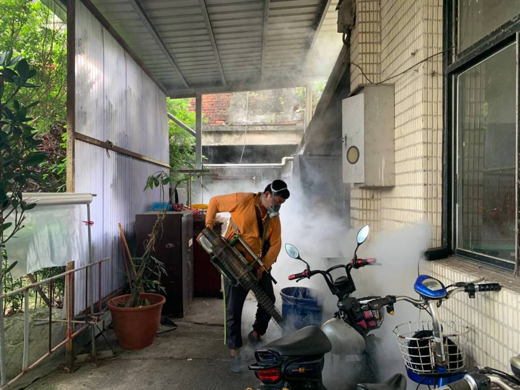 新北衛生局澄清,榮民之家無人感染新冠肺炎,且只是暫停開放1、3樓訪客探視及相關社...