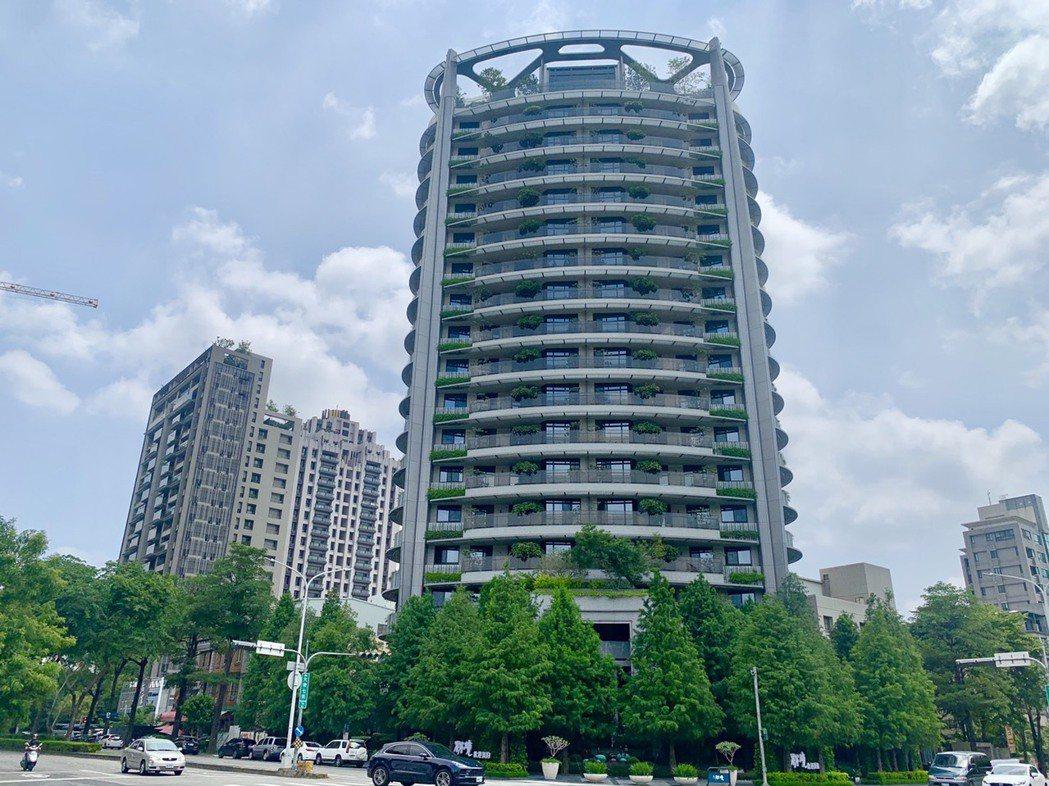 「慶仁林境」戶戶享有層層覆綠的弧線景觀陽台,備受矚目。記者宋健生/攝影