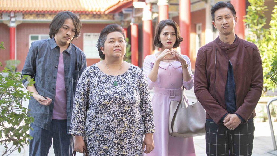 鍾欣凌(左二)在「我的婆婆怎麼那麼可愛」中決定不再替孩子們擔心受怕,要放手過自己...