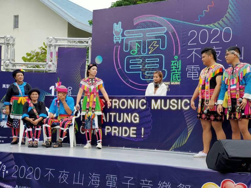 亞洲百大女DJ COOKIE與杵音文化藝術團合作演出阿美族「飲酒歡樂歌」。記者羅紹平/攝影