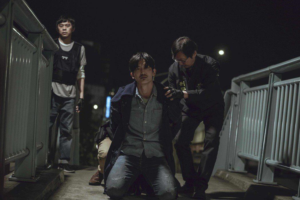 王家梁劇中殺害連俞涵遭逮捕。圖/LINE TV提供