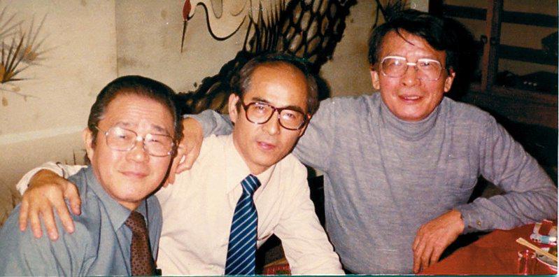 劉紹唐(左起)、胡子丹、卜少夫,1975年台北通天閣尾牙宴。圖/胡子丹提供