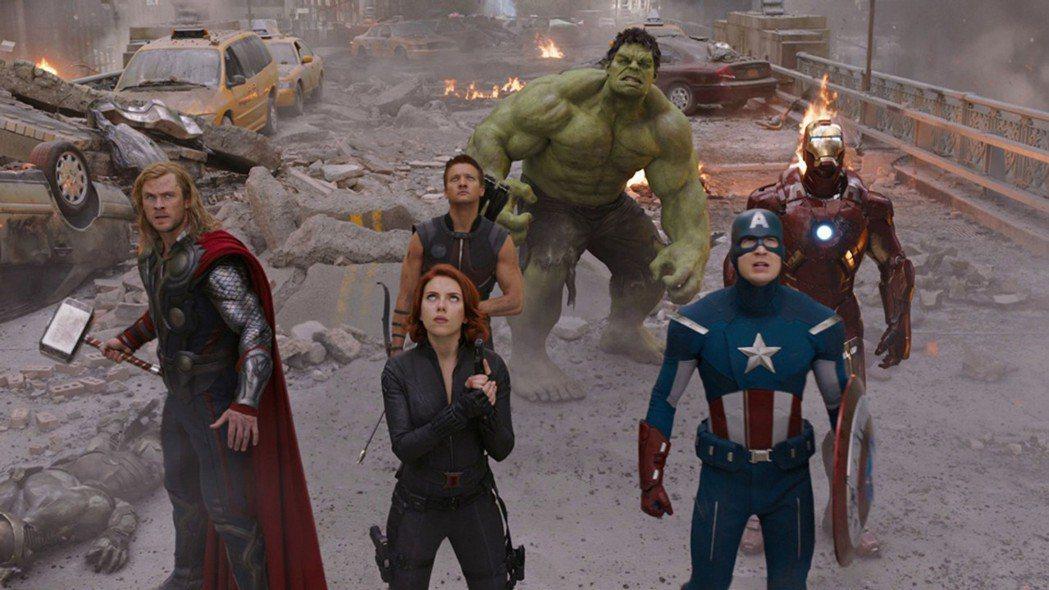由「美國隊長」克里斯伊凡(右1)領軍,將與「復仇者聯盟」系列眾多演員支持美國總統...