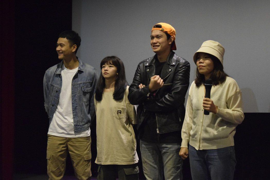左起劉冠廷、陳姸霏、劉子銓、導演柯貞年為「無聲」票房勤跑映後。圖/CATCHPL