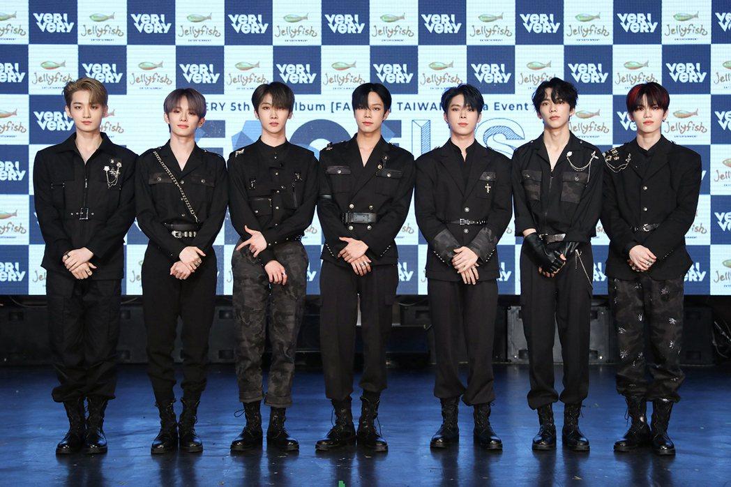 男團「VERIVERY」成員勇勝(左起)、岡旻、浩榮、東憲、延浩、慜撰、啓賢。圖