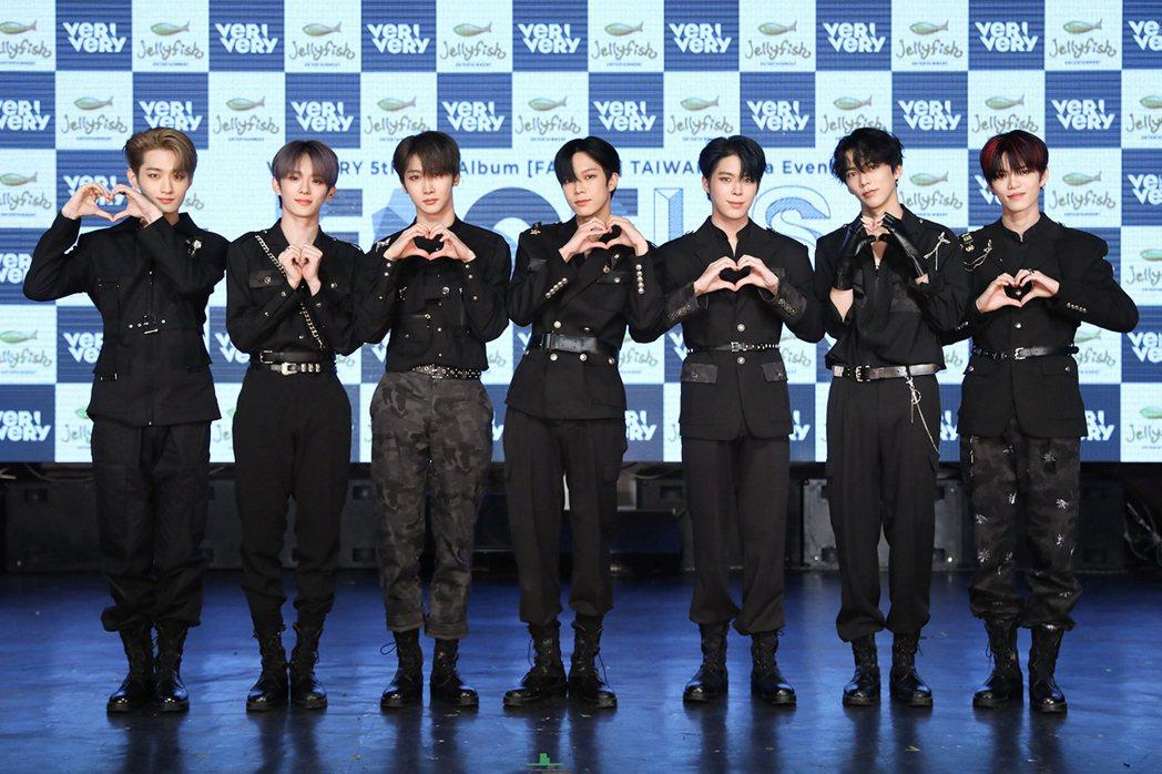 男團「VERIVERY」推出迷你專輯。圖/RICHINING提供
