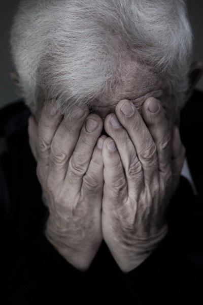 家中長輩常抱怨身體不舒服,找不到病因,可能罹患老年憂鬱症。圖╱123RF