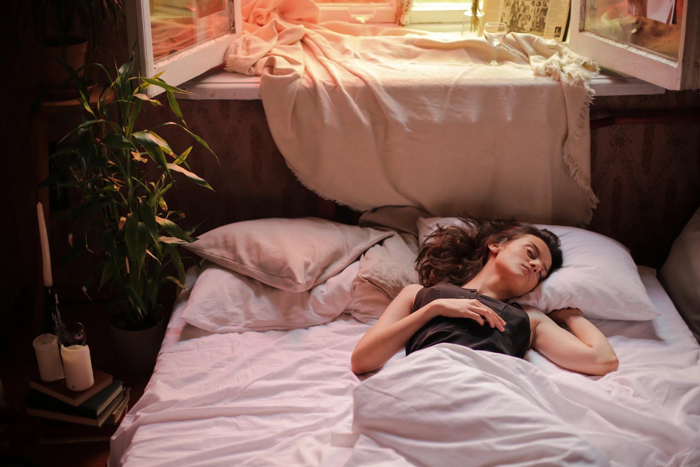 相較於每天有睡9小時的人,睡眠時間小於5小時的人肝功異常機率增加為35%的,並且...