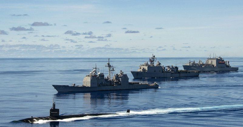 在菲律賓海參加勇敢之盾演習的美國海軍。 圖/美國海軍