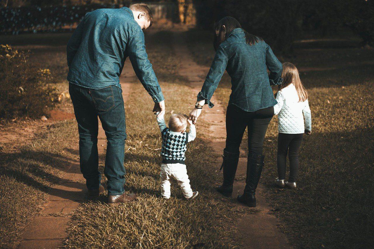 配偶一定都分得到,但不是全部獨佔,而是要跟順位繼承人一起分。 圖/pexels
