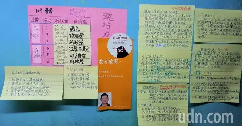 51歲李美足苦讀考上公職,按部就班的學習,筆記也很完整。  圖/李美足提供