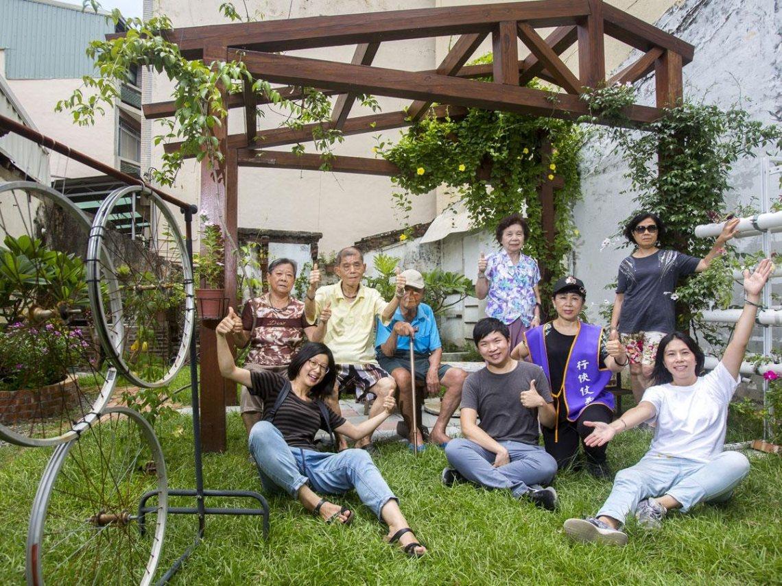 五年來,成大學生在銀同社區和居民搏感情,啟動社區再造。 圖/今周刊