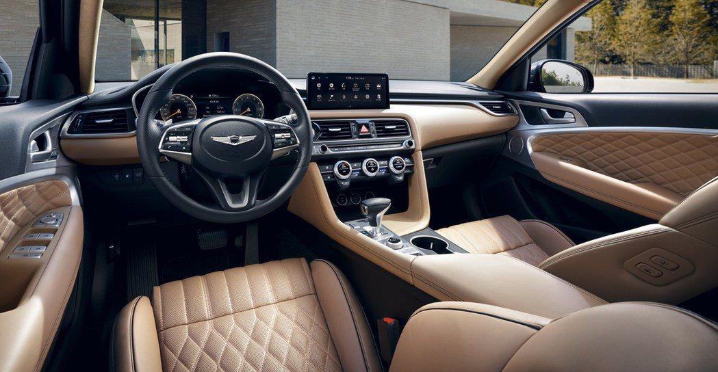 小改款Genesis G70車室最大的不同就是患上了全新10.25吋中控觸控式螢...