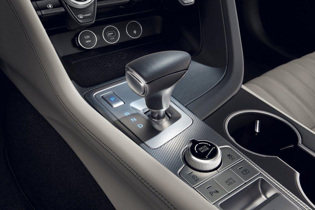 小改款Genesis G70在韓國僅提供八速自排變速箱。 摘自Genesis