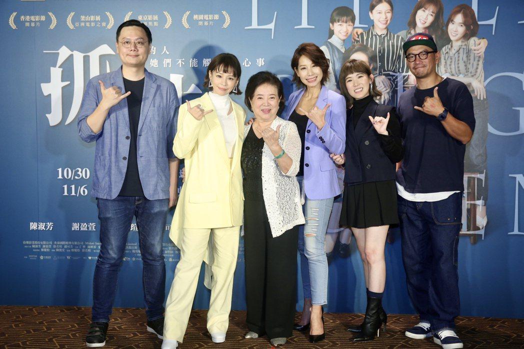 《孤味》入圍本屆金馬獎最佳新導演的許承傑(左起)、監製暨主演的徐若瑄、入圍最佳女